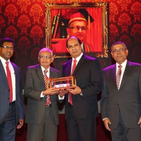 Prof. M. W. Wickramarachchi being inducted to the CA Sri Lanka Hall of Fame 2015